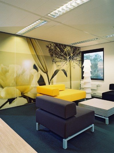Lounge area with big wall image